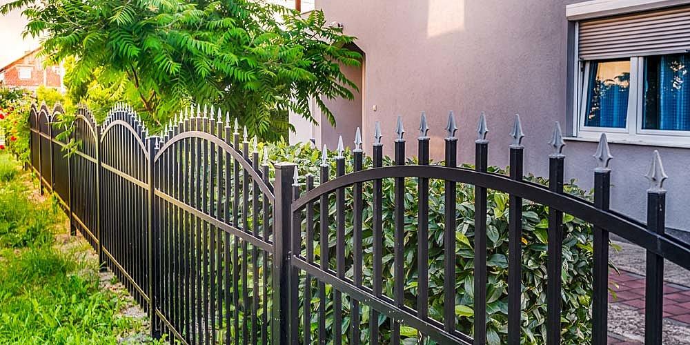 Jakich formalności wymaga budowa ogrodzenia?
