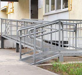 Zabytkowy budynek a Dostępność Plus - bolączka koordynatora ds. dostępności