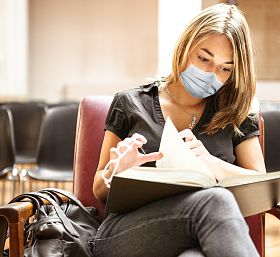 Zasady organizacji zajęć na uczelniach w pandemii. Zmiany w funkcjonowaniu bibliotek