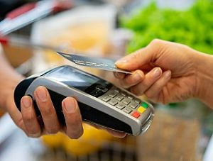 Zakup towarów i usług przeciwdziałających koronawirusowi wyłącza procedury zamówień publicznych