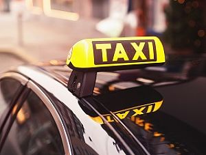 """Konsekwencje """"lex uber"""" dla gmin – zmiany w licencjach taksówkowych"""