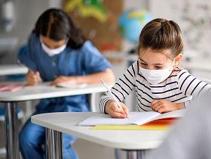 Procedury bezpieczeństwa w szkołach w okresie epidemii - krok po kroku
