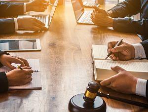 Lipcowe szkolenia online dla prawników